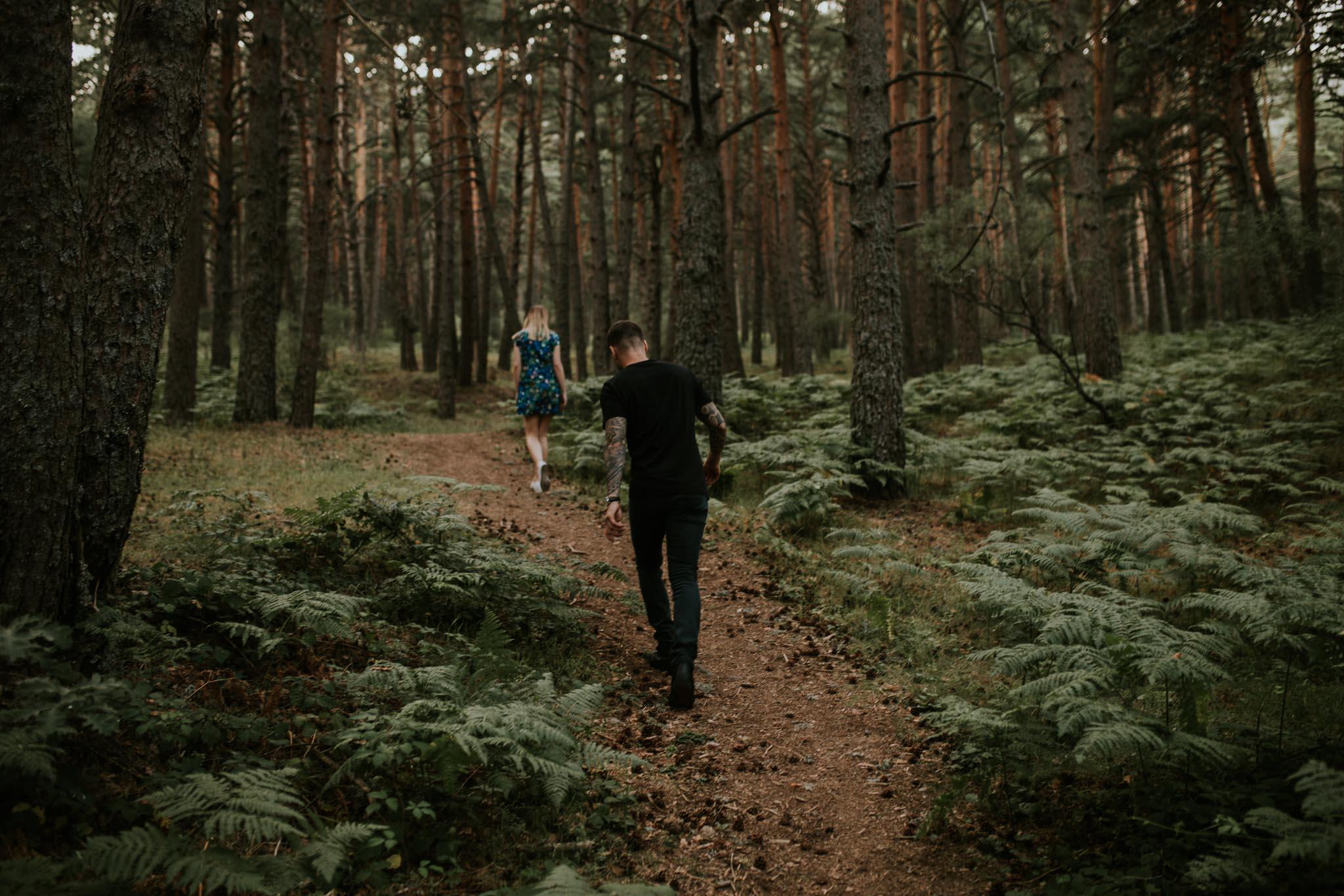 Fotografia pareja bosque 2 Concorazon