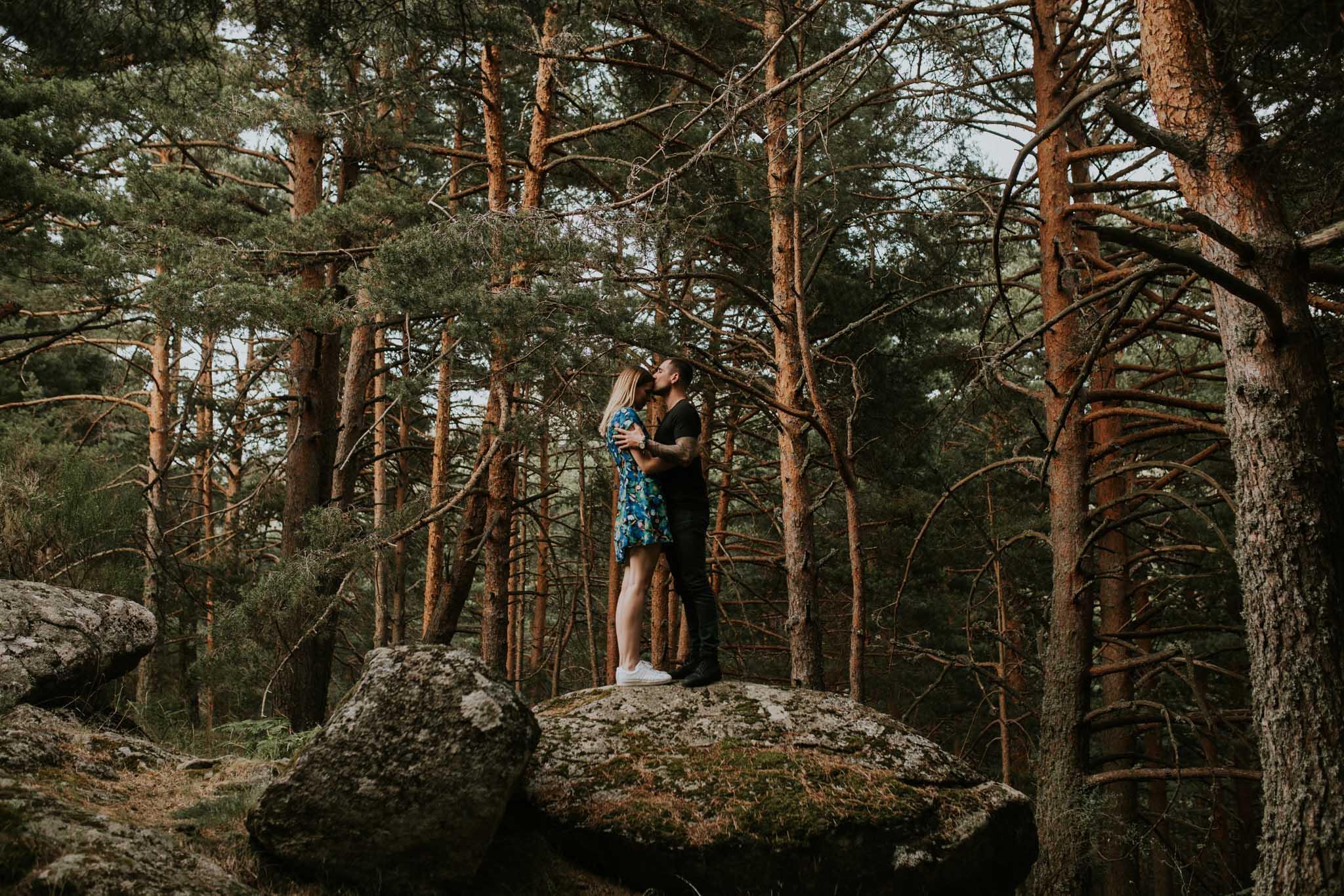 Fotografia pareja bosque 20 Concorazon