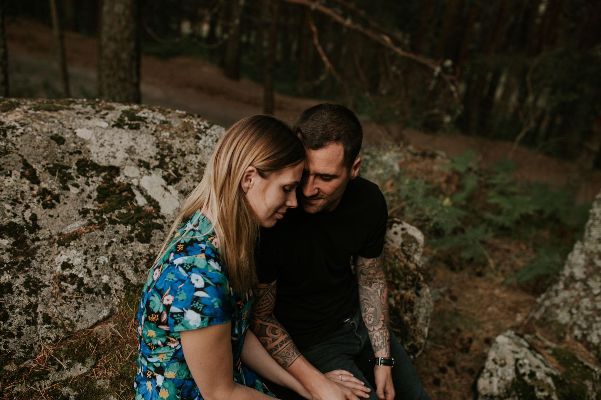 Fotografia pareja bosque 32 Concorazon