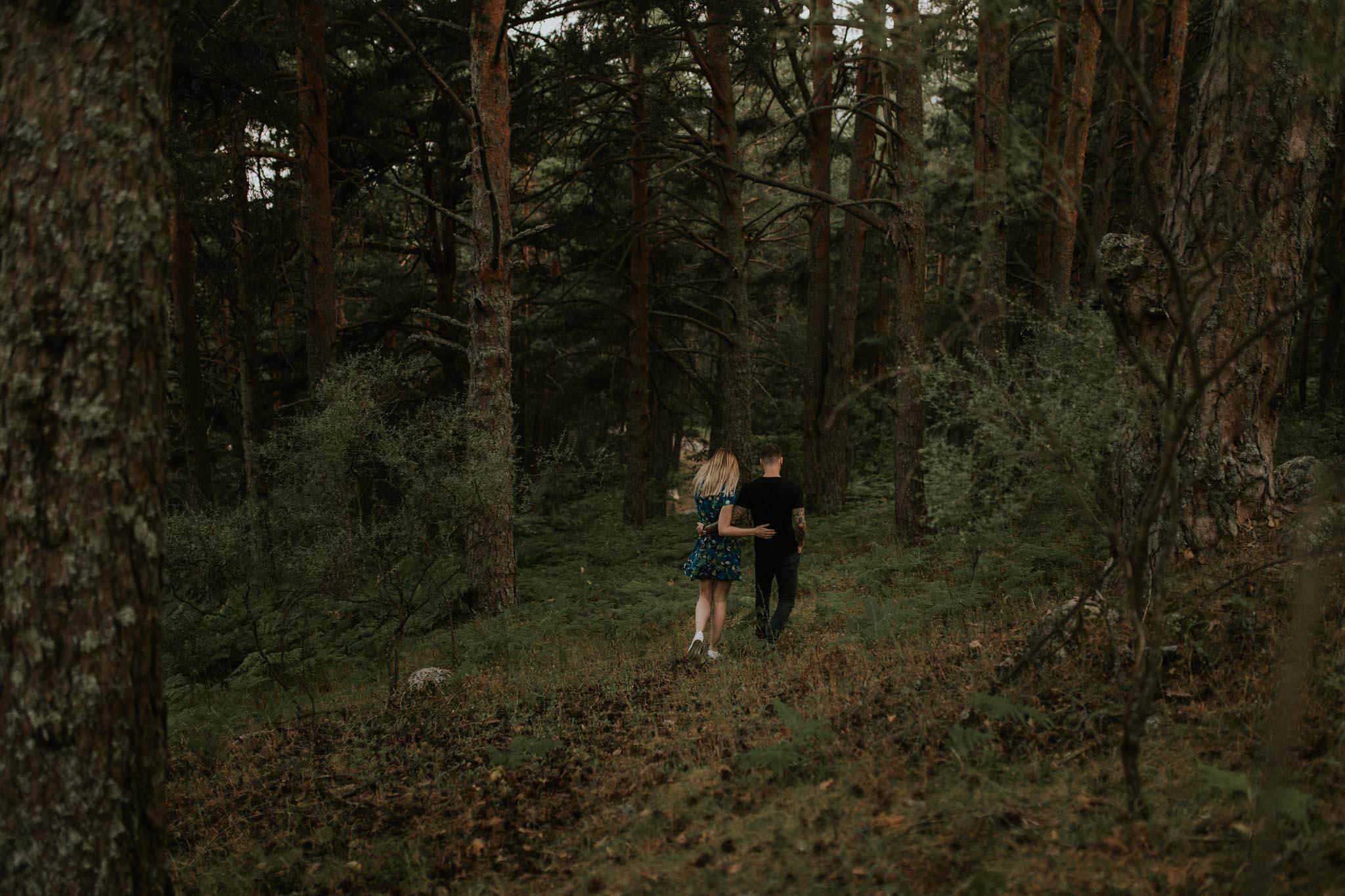 Fotografia pareja bosque 41 Concorazon