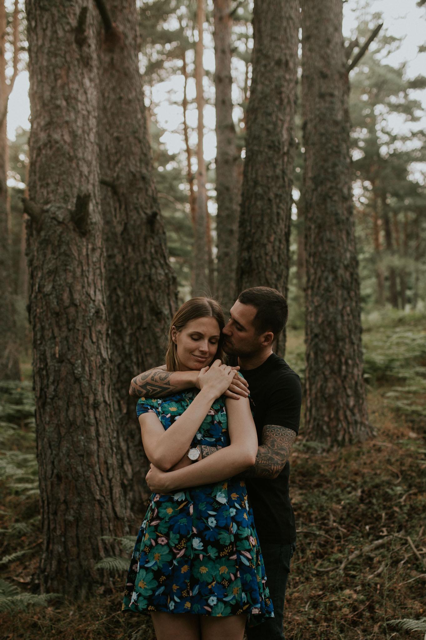 Fotografia pareja bosque 44 Concorazon