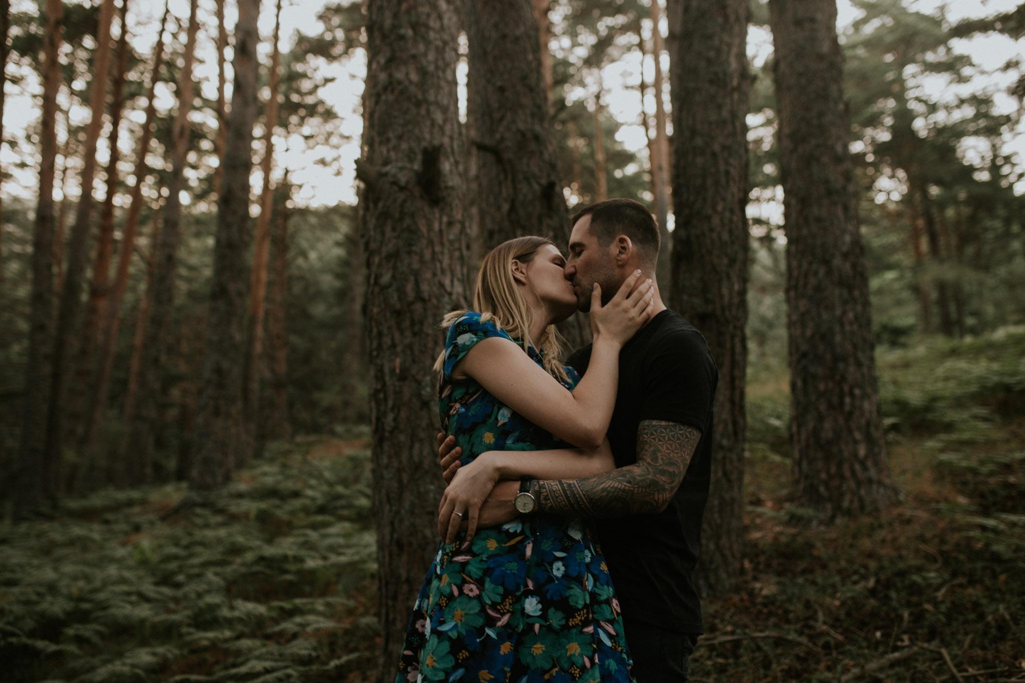 Fotografia pareja bosque 45 Concorazon