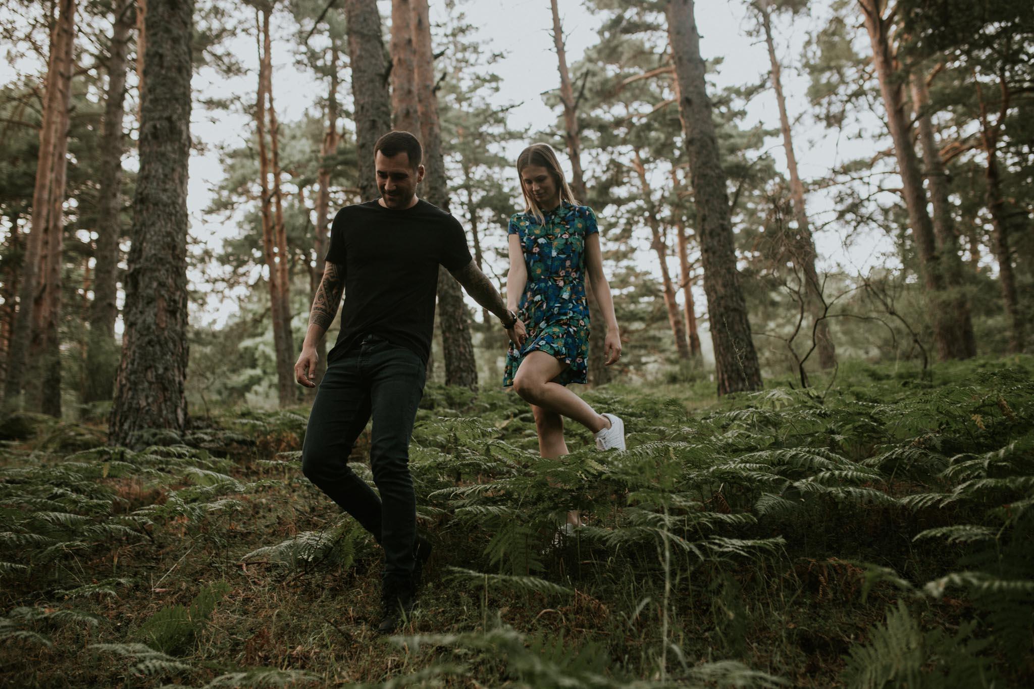 Fotografia pareja bosque 50 Concorazon