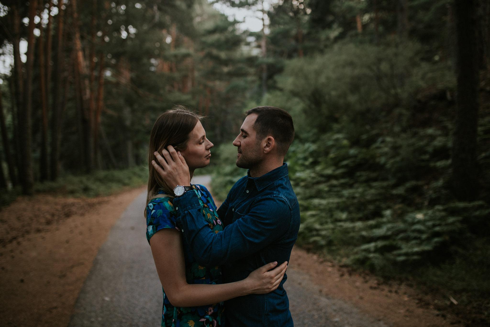 Fotografia pareja bosque 60 Concorazon