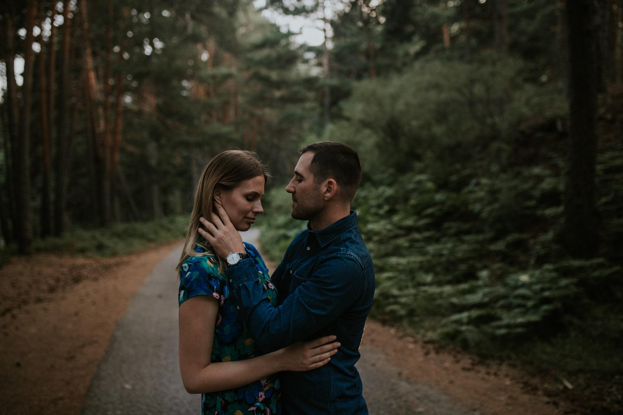 Fotografia pareja bosque 61 Concorazon