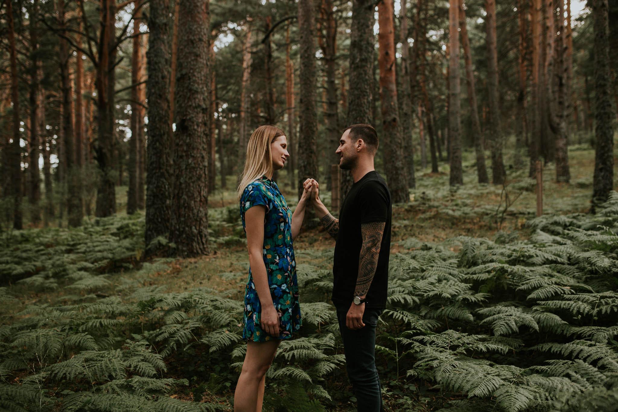 Fotografia pareja bosque 7 Concorazon
