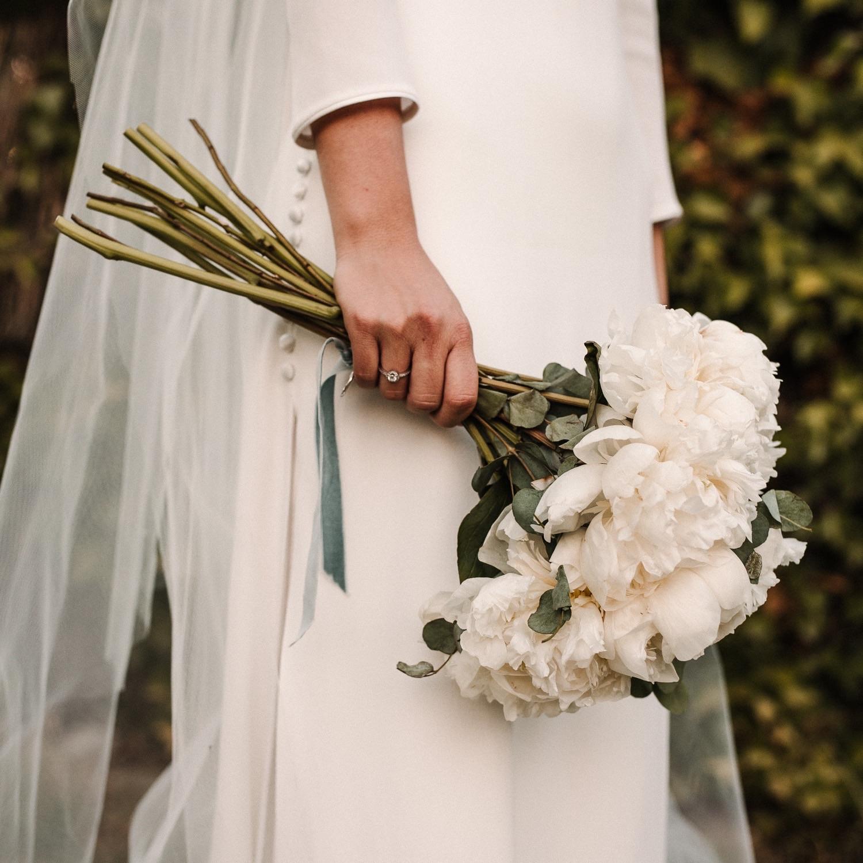 fotografia-boda-cantabria-ramo-peonias-concorazon